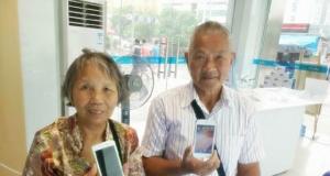 【陪伴是最长情的告白】vivo专卖店迎来最年长的两位顾客